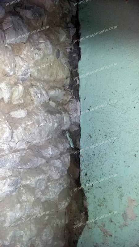 rejointer ou rejointoyer un mur en pierrele