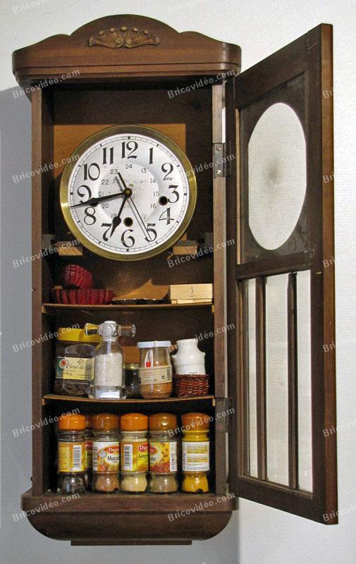 vieux carillon transformer en étagère à épices